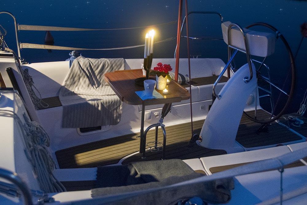 Billy.by яхта Мечта на Минском море кокпит ночная романтика на борту