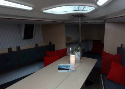 Яхта раптор 26 внутреннее помещение